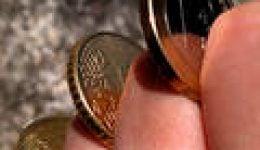מטבעות בין אצבעות